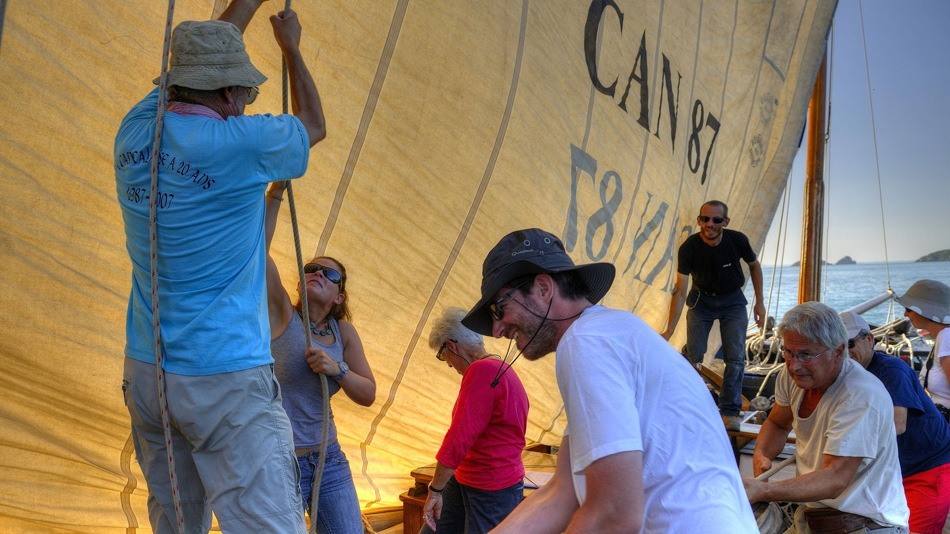 activités à bord de voiliers traditionnels en équipe